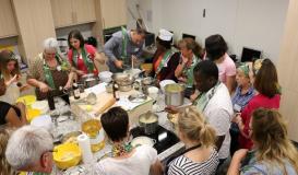 April 2018 internationaler Kochstammtisch Roding. Kamerunische Küche (Bild: Multikulti-Verein)