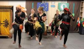 November 2017 Küchenparty Roding. Afro-Bein-Tanz (Bild: Multikulti Verein)