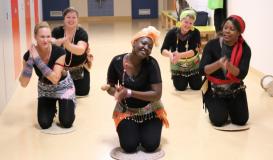 November 2017 Küchenparty Roding. Afro-Rasseln-Tanz (Bild: Multikulti Verein)